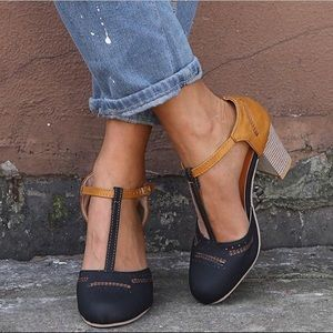 Shoes - Classic Chunky Heel T Strap Sandal